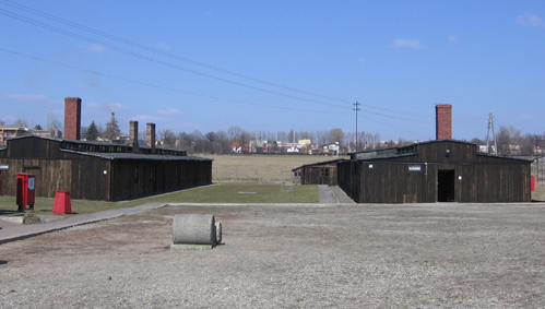 Majdanek_-_enterace